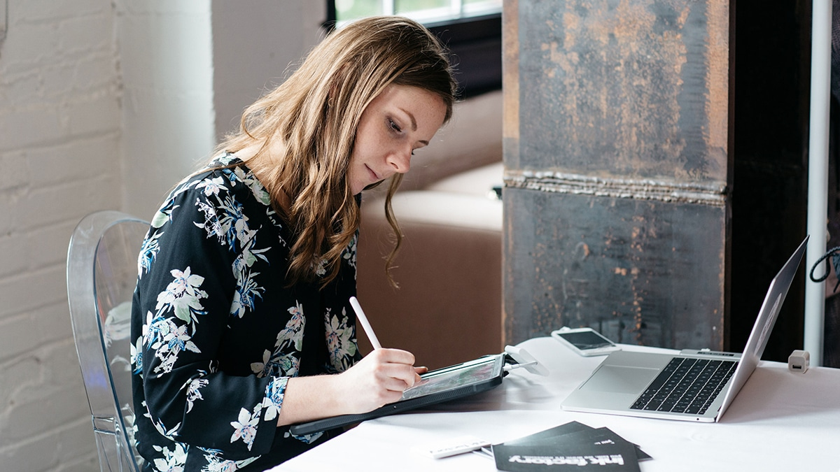 An artist creating visual notes digitally